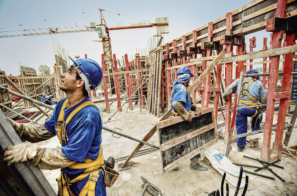 Indústria da construção recua do otimismo ao mesmo patamar de julho de 2020