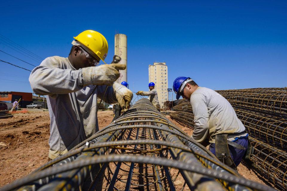 Nível de atividade da construção civil segue crescendo, indica sondagem